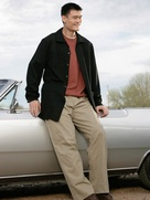 News_Yao Ming_street clothes_leaning on car