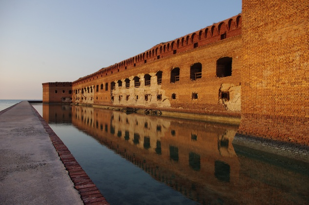tortugas_fort_reflect