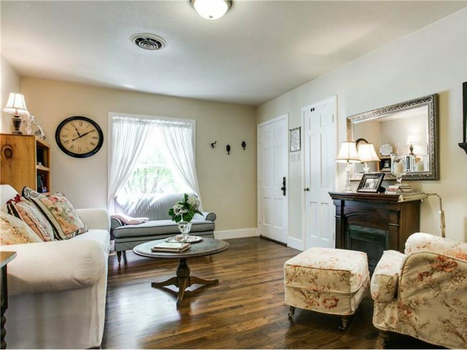 8748 Rexford Living Room, Dallas