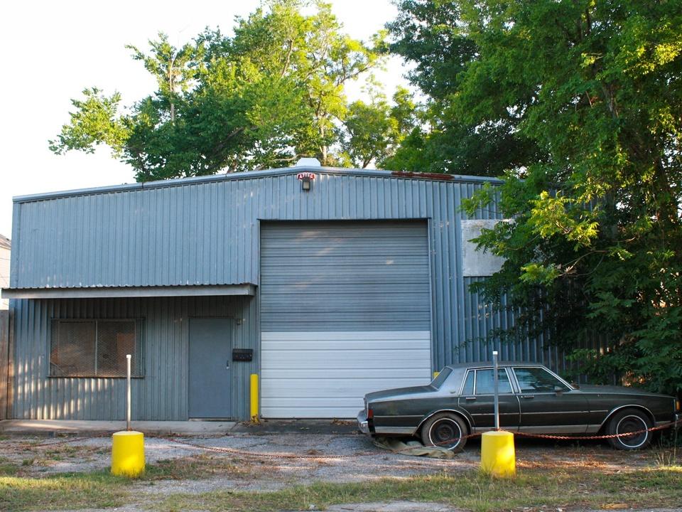 News_Steven_Tin houses warehouse