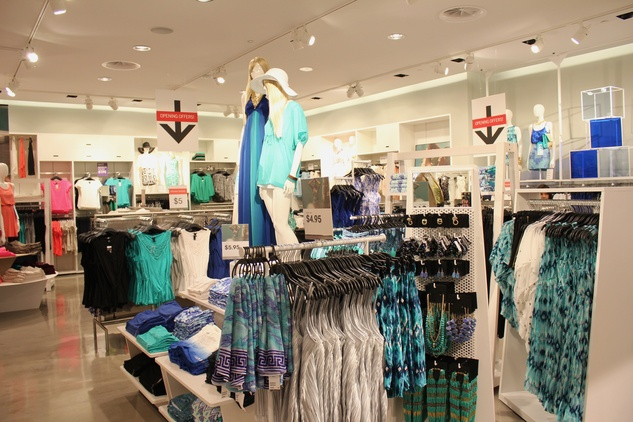 H&M Willowbrook Opening, Ineterior, June 2012