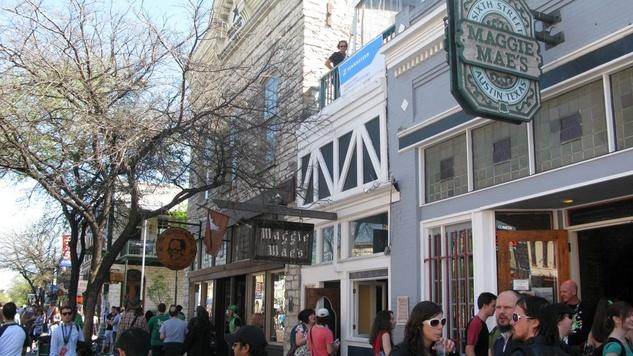 Austin Photo Set: News_Shannon_haunted bar crawl_oct 2012_maggie maes