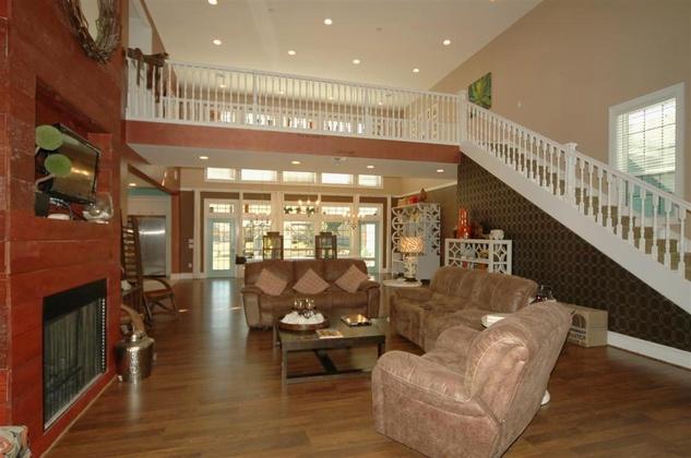 1013 Delesandri Lane Living Room