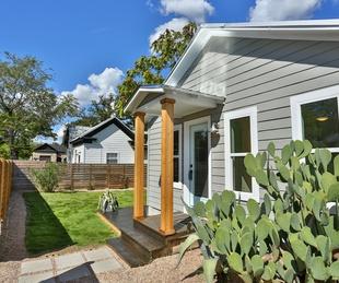 1209 Salina Austin home for sale yard