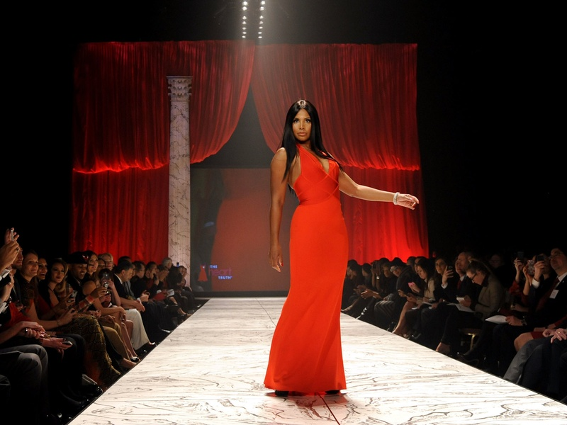 The Heart Truth 2013 Fashion Show, Toni Braxton wearing Herve L. Leroux