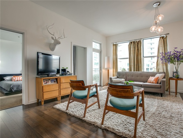 2323 N Houston St condo living room