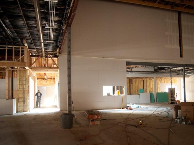 Austin Photo Set: News_Caitlin Ryan_Emo's East_August 2011_interior side