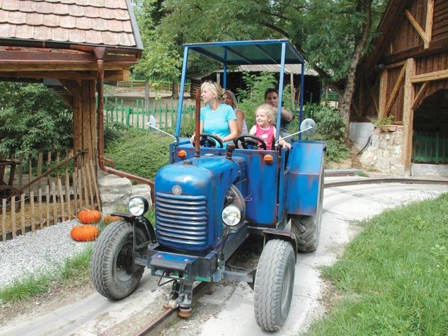 Grand Texas Theme Park Flint Ranch tractor