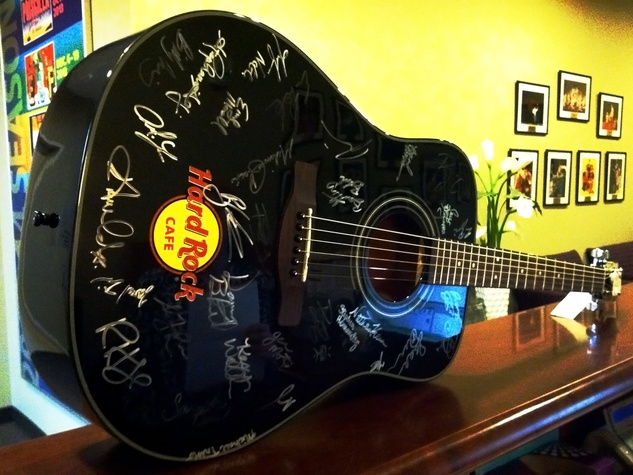 TUTS We Will Rock You scavenger hunt guitar January 2014