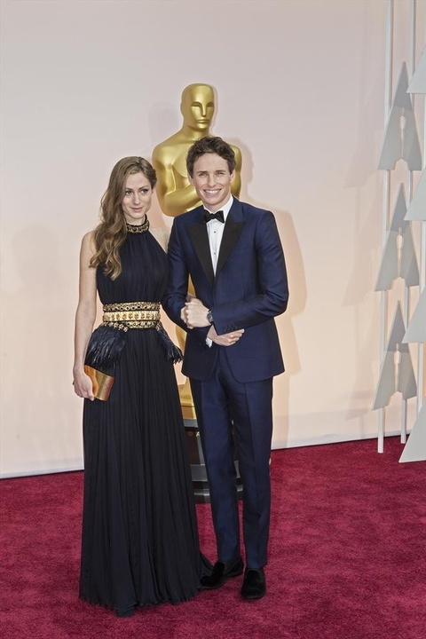 Eddie Redmayne on the red carpet at Oscars