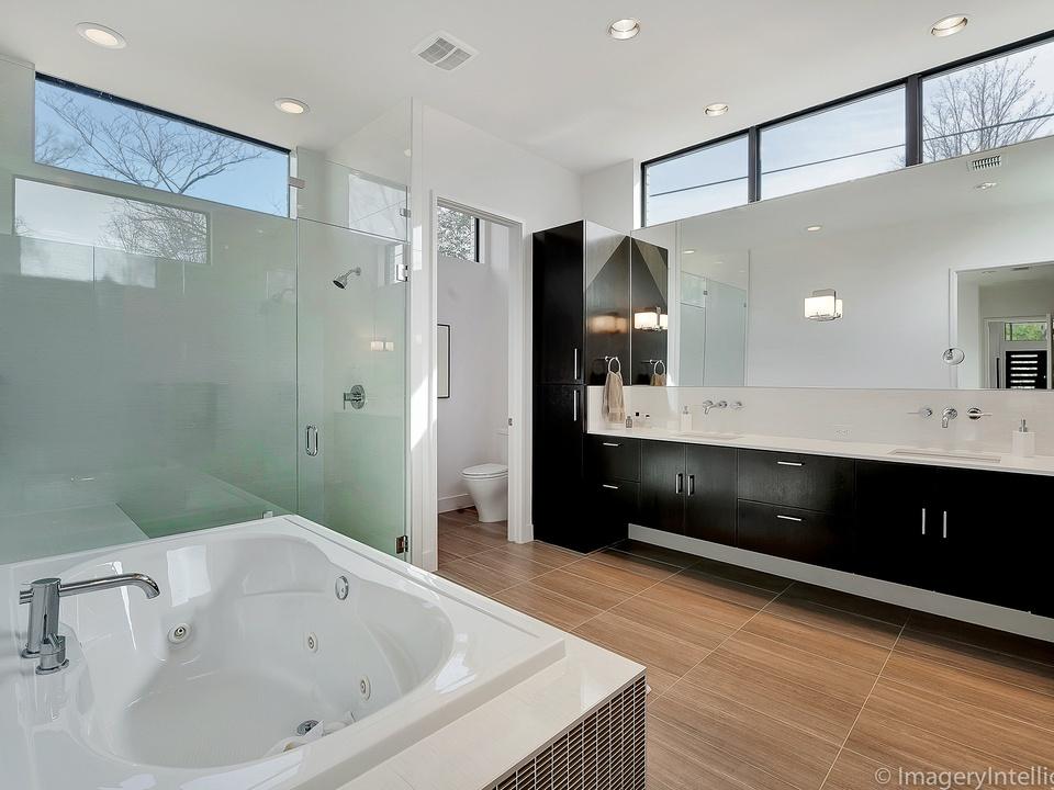 Porch Com Master Bathroom In Dallas