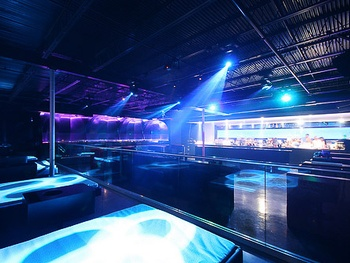 Places_Drinks_Nox Bar_dance floor