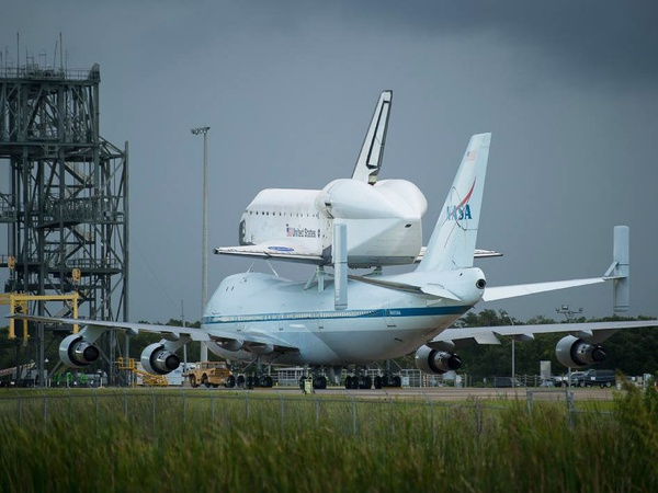 Shuttle Endeavor, on plane, piggyback