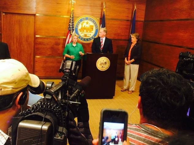 Mayor Annise Parker, Dave Feldman, Ellen Cohen at Houston City Hall equal rights ordinance August 2014
