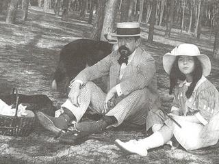 News_Debussy_his daughter_picnic