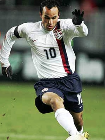 News_Landon Donovan_soccer player_ball_kick