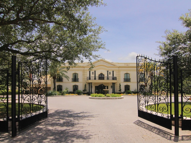 3 On the Market 2115 River Oaks Blvd. August 2014