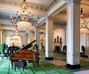 St Anthony Hotel piano