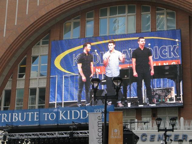 Kidd Kraddick memorial, Jonas Brothers, Victory Plaza