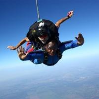 News_Carl Davis_skydiving