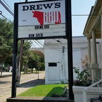 Drew's BBQ sign