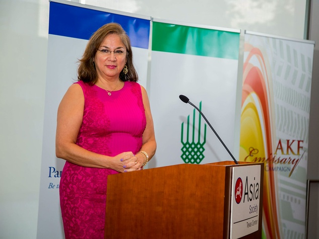 Cynthia Cisneros at the Aga Khan Foundation Emmisary awards reception September 2014