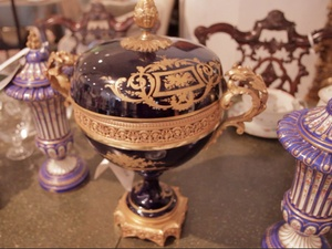News_Bob Lanier_estate sale_The Decorative Center of Houston_May 2012_vase