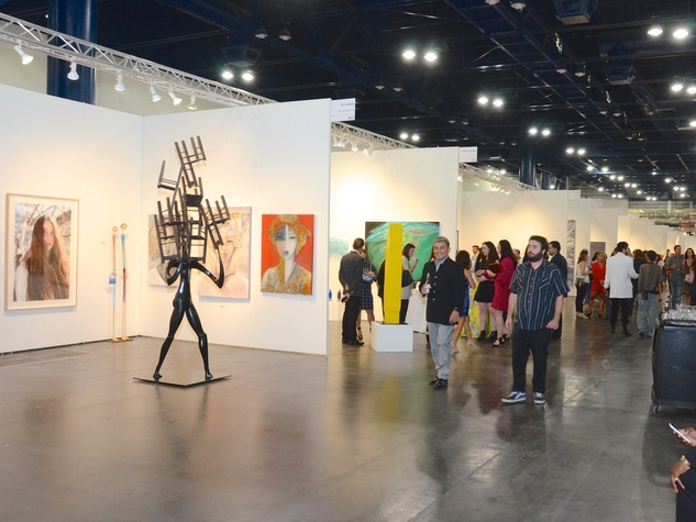 News, Shelby, Texas Contemporary, Oct. 2015, scene